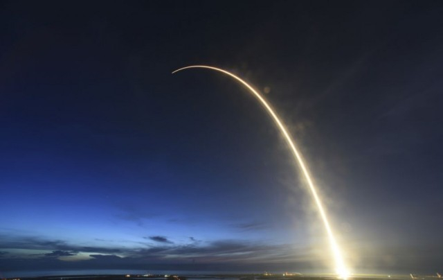 Júliusban űrhajósokkal a fedélzetén hajt végre tesztrepülést a SpaxeX Dragon űrhajója