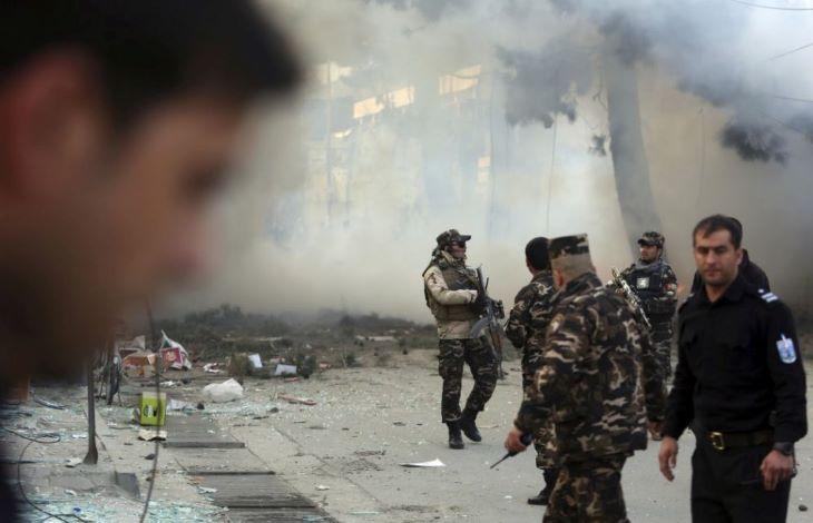Afganisztánban csoportos emberrablást és újabb merényleteket követtek el, halottak is vannak