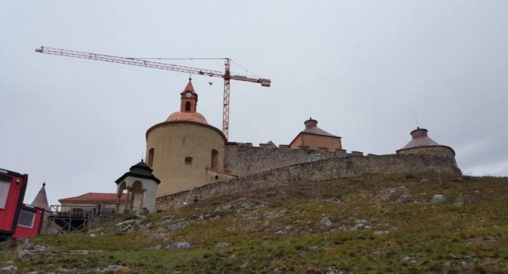 Elhárultak az utolsó akadályok is Krasznahorka várának újjáépítése elől