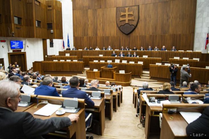 2016 óta 358 törvényt hozott a parlament
