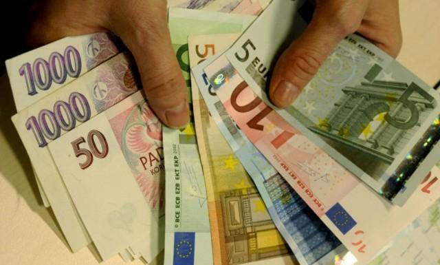 Több mint 1200 eurónyi cseh korona a havi átlagbér Csehországban