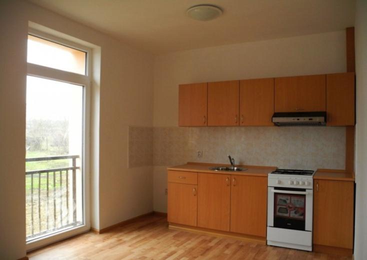 Még mindig emelkednek az ingatlanárak, egyre drágábbak a régebbi lakások