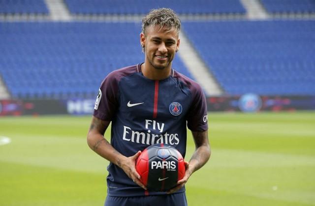 Neymar marad a Paris Saint-Germainnél