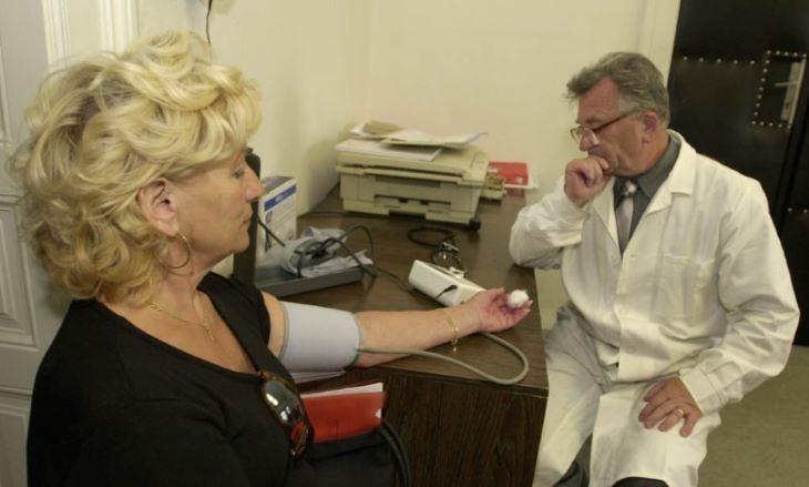 Az egészségügyi minisztérium felszólítja a körzeti orvosokat, hogy lássák el a betegeiket