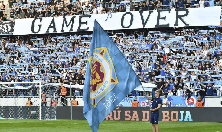 Több mint egymilliót vesztett a Slovan a szurkolók miatt, Kmotrík változásokat akar a nézőtéren