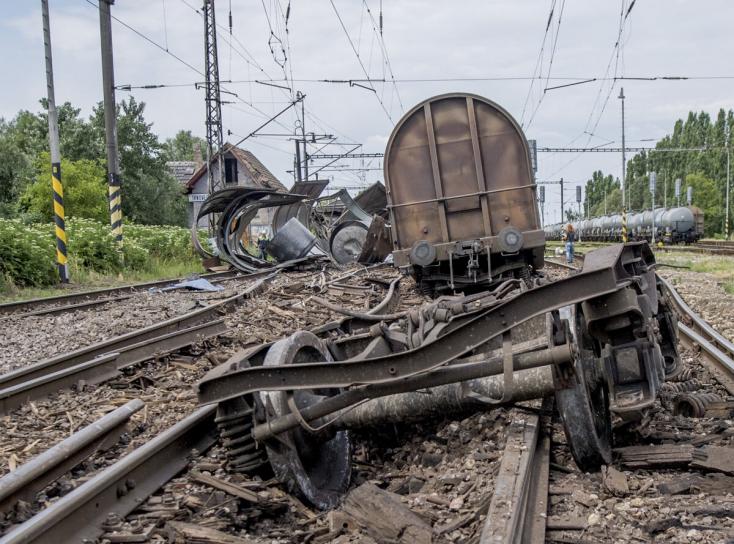Már közlekednek a vonatok Vágsellye és Tardoskedd között