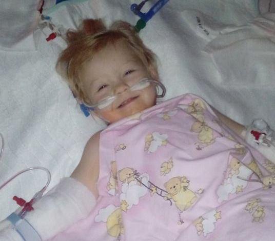 Sikeres volt a vágfarkasdi kislány, Eszterke szívműtétje