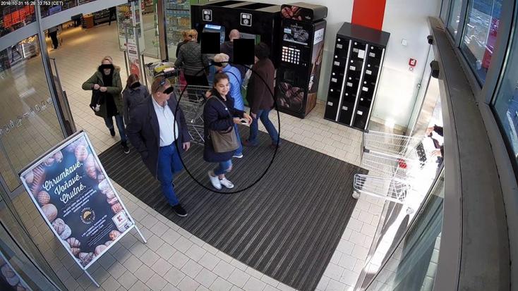 Felismered? Ez a nő 1400 eurós kárt okozott azzal, hogy ellopott egy táskát