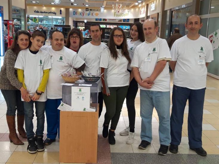 Támogassa a mentálisan sérülteket – nyilvános gyűjtés a dunaszerdahelyi Tescóban