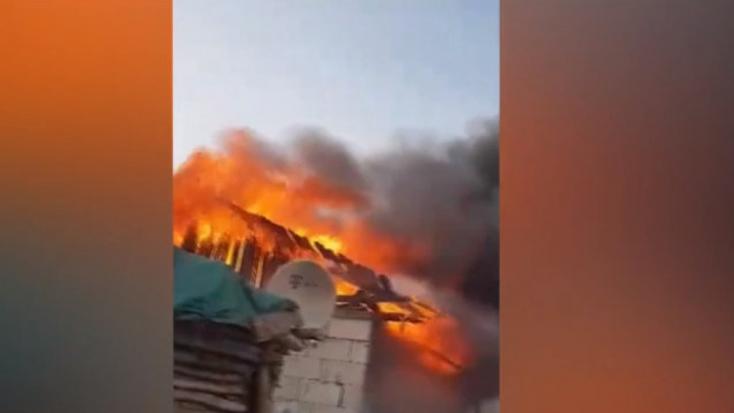 Hatalmas tűz ütött ki a faluban, gyerekes családok maradtak fedél nélkül