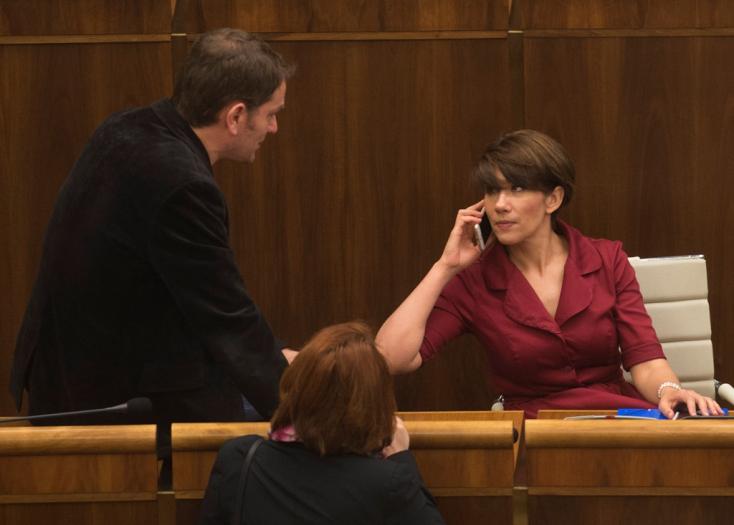 Már feni a kést az ellenzék! Nem csitul a parlamenti levélnyitogatás ügye