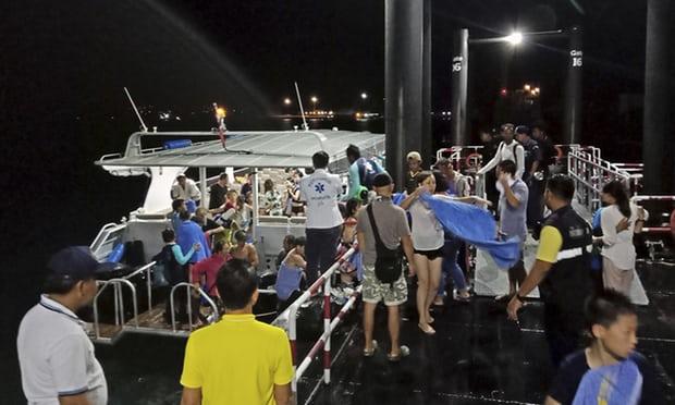 Nyolcra emelkedett a thaiföldi hajóbaleset halálos áldozatainak száma