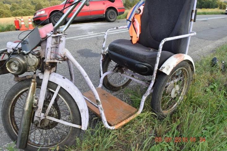 HALÁLOS BALESET: Átlökték a szemből érkező Passat elé a háromkerekű kocsit