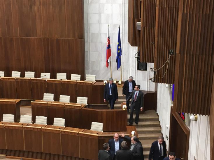 Alkotmánybíró-választás: Fico és Danko sem szavazott senkire, Bugár 12 jelöltet választott ki