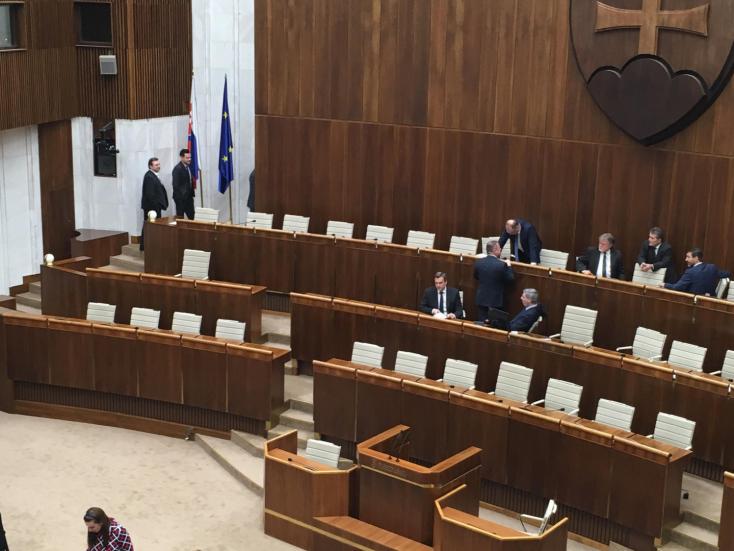 Alkotmánybíró-választás: egyetlen jelöltet sem választottak meg, csütörtökön jön az újabb szavazás!
