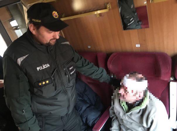 Megmentették a rendőrök egy férfi életét a vonaton