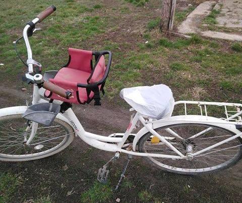 Állítólag gyorshajtásért büntették meg a kerékpáros nőt, a rendőrség azonban másképp emlékszik az ügyre