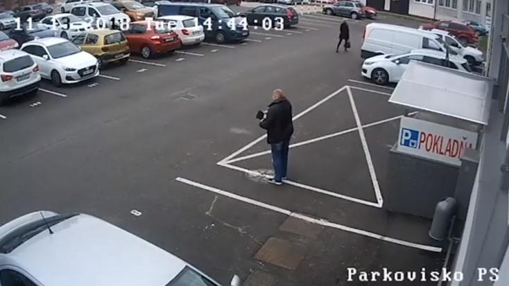 A parkolóban felejtett egy táskát, benne ötezer euró készpénzzel!