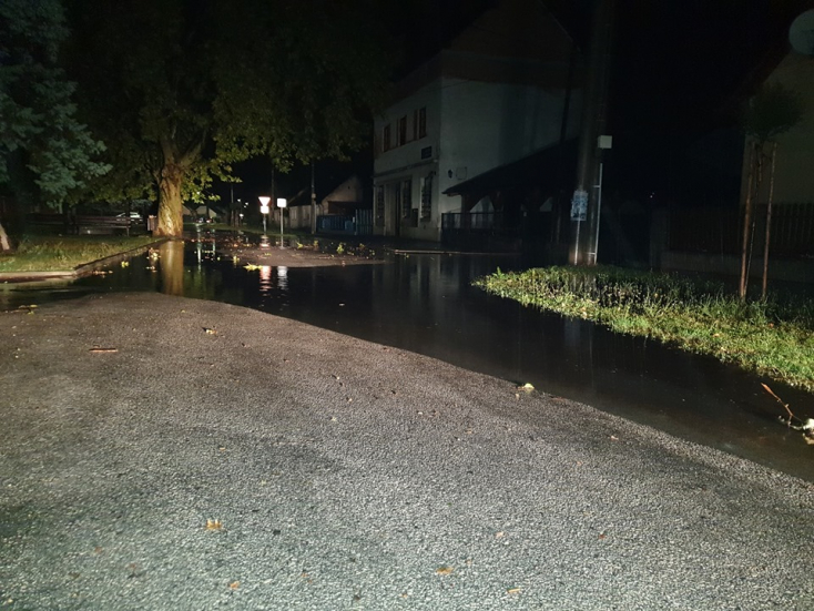Elárasztotta Nagypaka utcáit az eső a szerdai vihar során (FOTÓK)