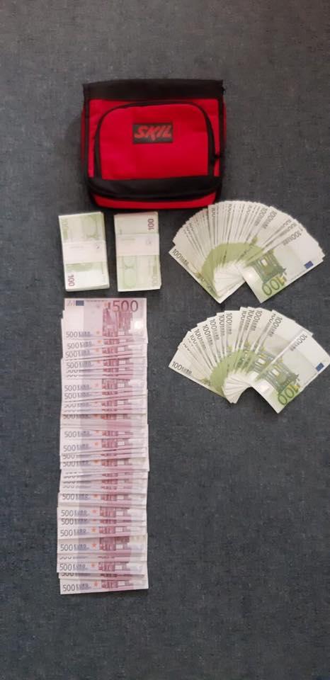 Nem kevés készpénzzel teli táskát felejtettek a vonaton