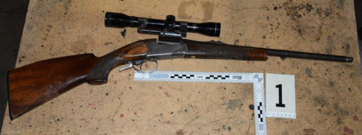 Rendőrségi akció: nem kis fegyverarzenált találtak egy fickó lakásán (FOTÓK)