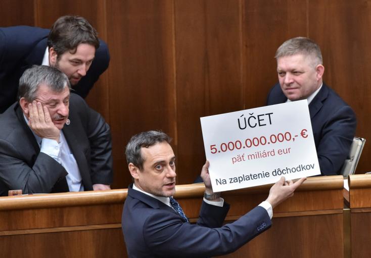 Őrültek bandájának nevezte Fico az ellenzéket, Bugárt pedig árulónak, akinek 2,99 százalékot kíván