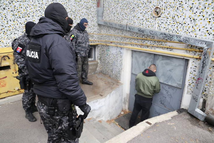 Újabb fotók a Dunaszerdahelyi járásban tartott házkutatásokról
