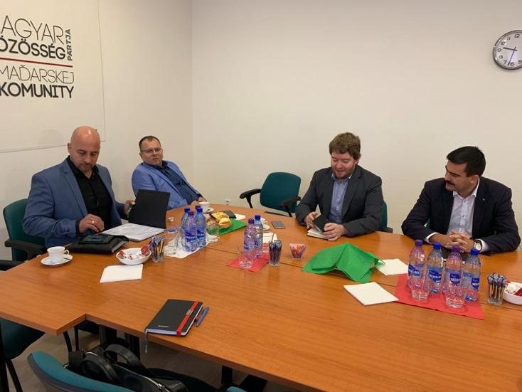 A Hídon kívüli magyar pártok elutasítják az együttműködést a Smerrel, Bugárék viszont akkor az OĽaNO-t is kizárnák