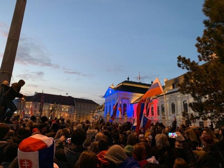 Kormányellenes tüntetés: több ezren gyűltek össze a fővárosban, feszült volt a helyzet, a rendőrök könnygázt is bevetettek