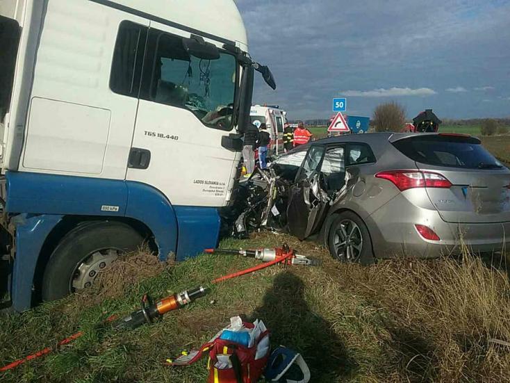 Súlyos baleset: Ciszternás kocsival ütközött egy autó Tallósnál, a légimentőket is riasztották