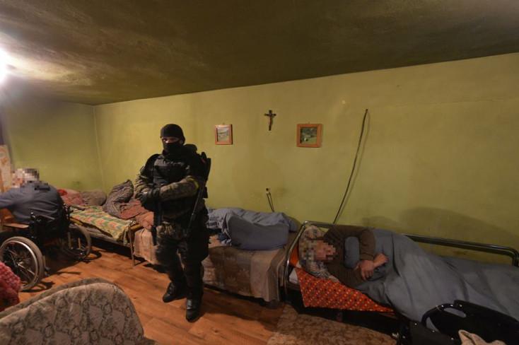 Emberkereskedőkre csaptak le a rendőrök – koldulásra akartak kényszeríteni embereket (FOTÓK)