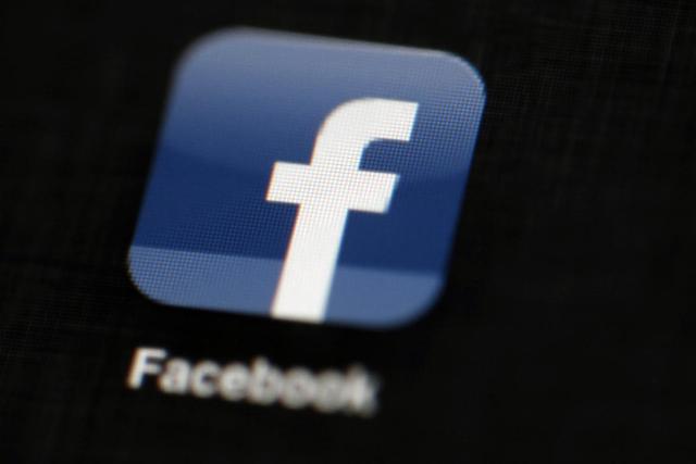 A Facebook és a Twitter ismét több száz hamis fiókot távolított el