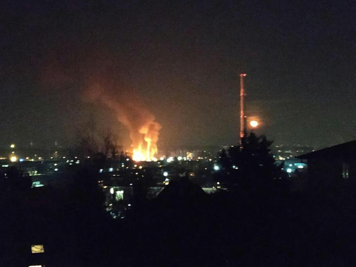 Óriási robbanás hallatszott, majd kigyulladt öt épület Budapesten!