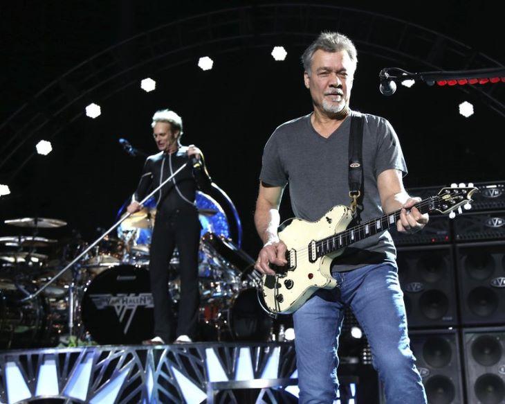 Árverésre bocsátják Eddie Van Halen két gitárját