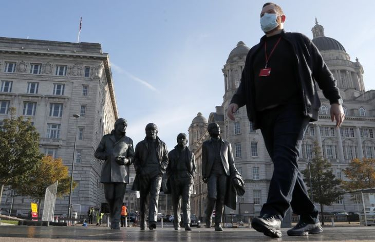 A nagy-britanniai járvány terjedésének jelentős lassulását jelzi a reprodukciós ráta