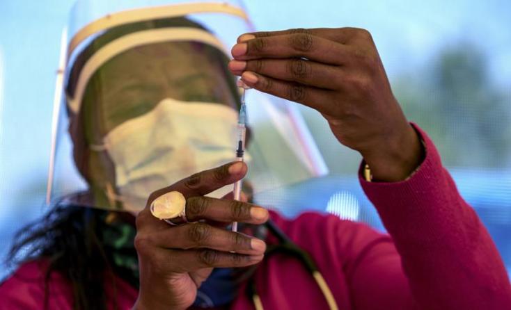 Az egyik utolsó országként Tanzániában is megkezdődött az oltás