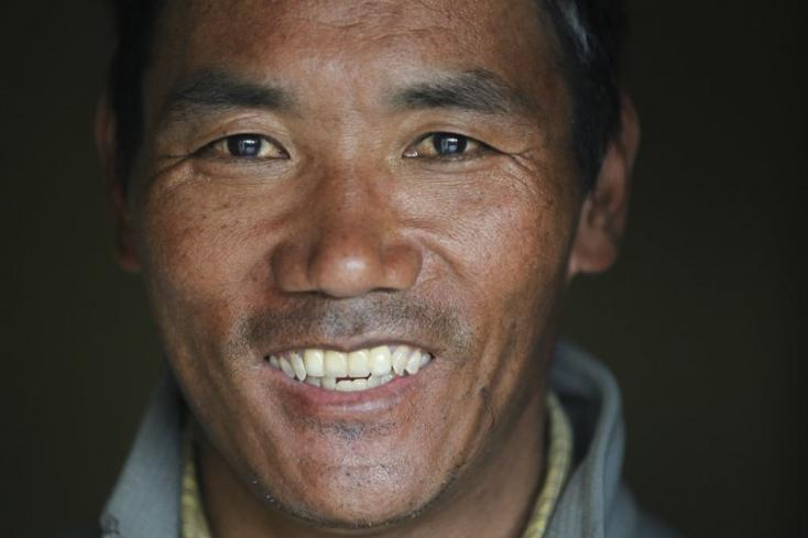 Világrekordnak számító 23. alkalommal mászta meg a Mount Everestet egy serpa