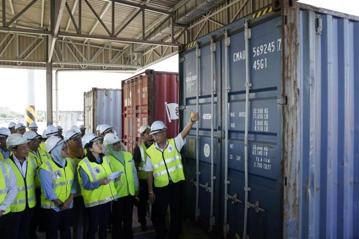 Malajzia újabb 110 konténernyi műanyaghulladékot küld vissza egyes országokba