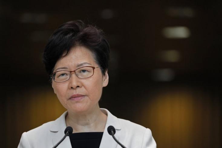 Koronavírus - Hongkong drasztikusan korlátozza a szárazföldről való utazást