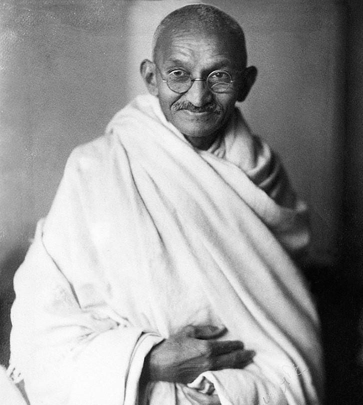 Elárverezik Mahatma Gandhi jellegzetes szemüvegét