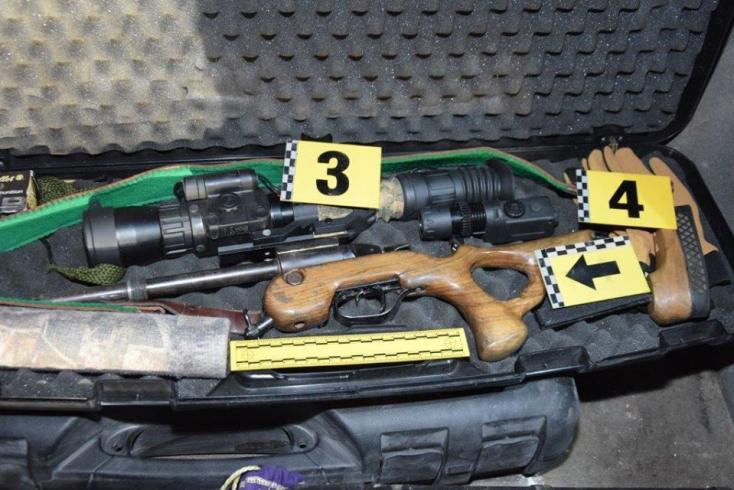 Házilag módosított puskával járt vadászni két fickó – bilincsben végezték (FOTÓK)
