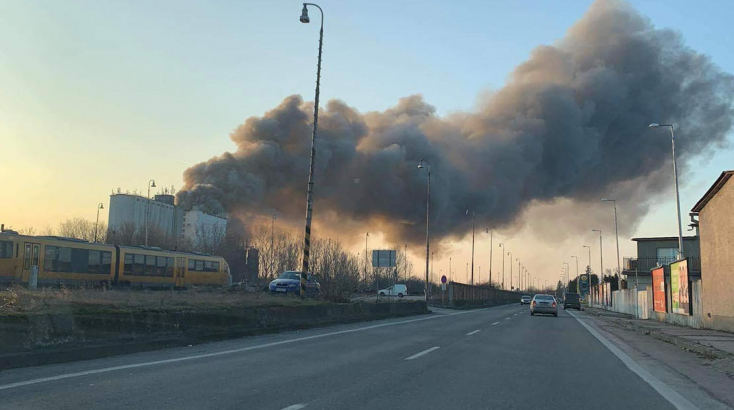 Leégett Dunaszerdahelyen a Belar Rt. területén egy raktárépület - 70 tűzoltó a helyszínen !