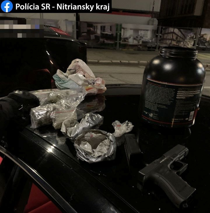 Elrontották a bulit a rendőrök – a BMW-ből csak úgy dőlt a marihuána szaga