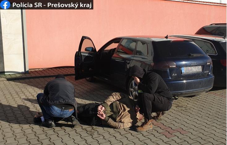 Drograzzia: több ezer eurót és kábítószert foglalt le a rendőrség (FOTÓK)