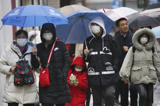 Japán 10 milliárd jent csoportosít át a koronavírus-járvány elleni küzdelemre
