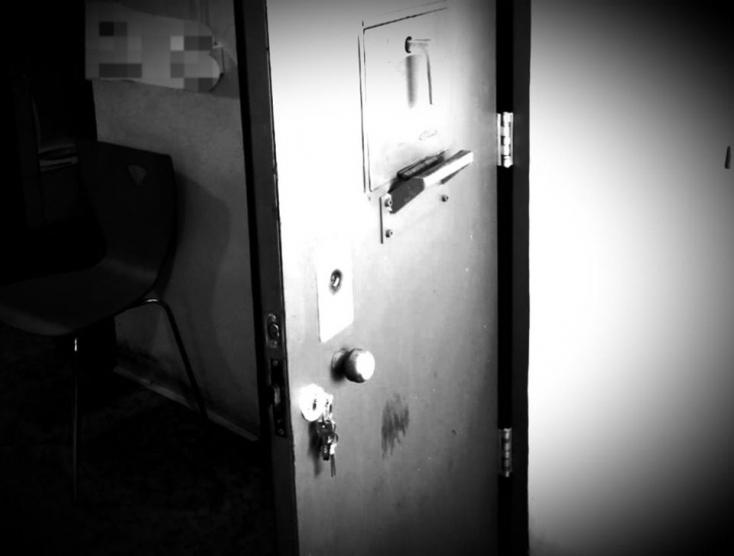 Rendőrségi cellában kísérelt meg öngyilkosságot egy férfi