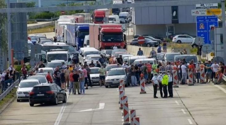 Matovič szerint a Bergnél várakozók figyelmen kívül hagyták az utasításokat, és most több ezer ember útját korlátozzák