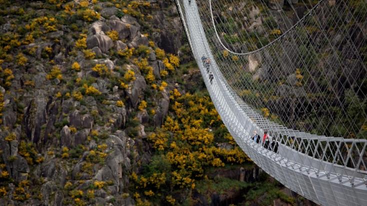 A világ leghosszabb gyalogos függőhídját adták át