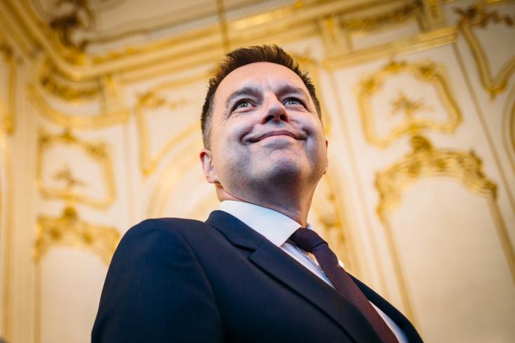Fico árulónak tartotta, a koalíciós képviselők a lemondását követelték – szinte érinthetetlen a korrupcióval meggyanúsított Peter Kažimír