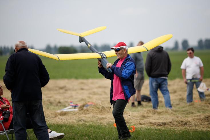 Antik modellezők versenyeztek a sikabonyi reptéren (FOTÓK)